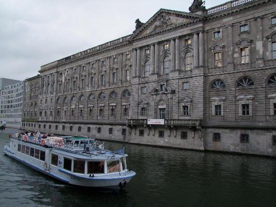 Berlin, Deutschland: Panoramica fluviale