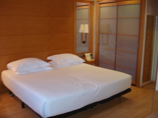Barcelona Universal Hotel: stanza da letto