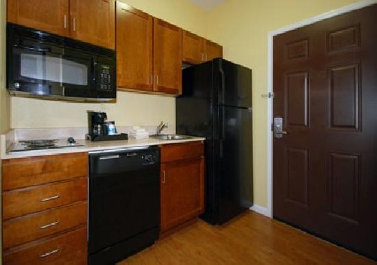 MainStay Suites Fort Campbell: Efficient Kitchens