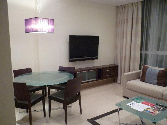 Bonnington Jumeirah Lakes Towers : Living Room