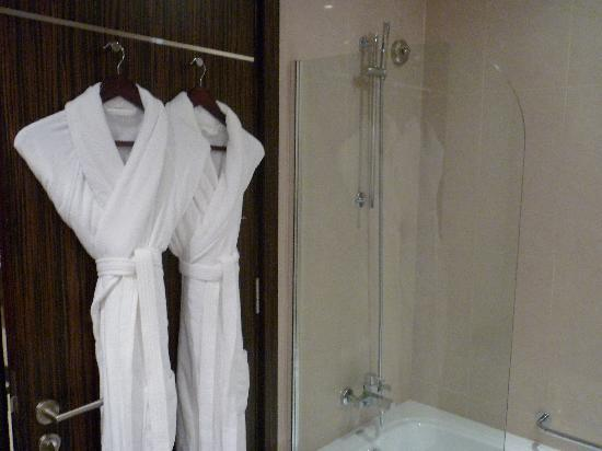 Bonnington Jumeirah Lakes Towers : dressing gowns