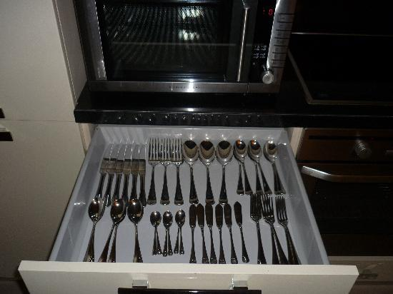 Bonnington Jumeirah Lakes Towers : Organised cutlery - the small touches makes the difference