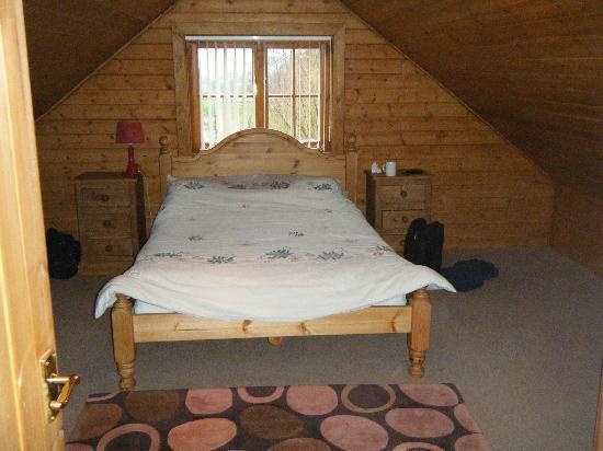 Tantara Woodland Lodges: bedroom