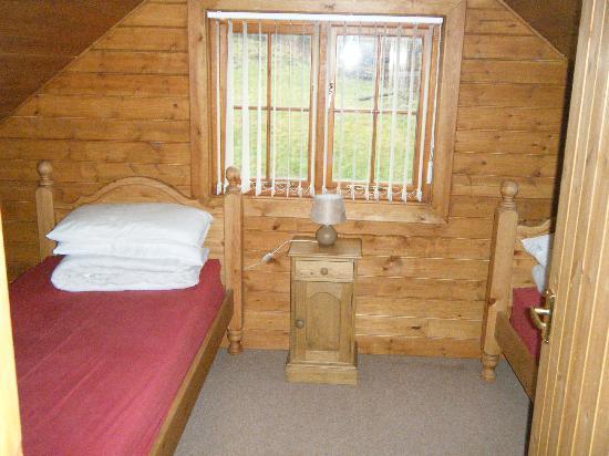 Tantara Woodland Lodges: twin room