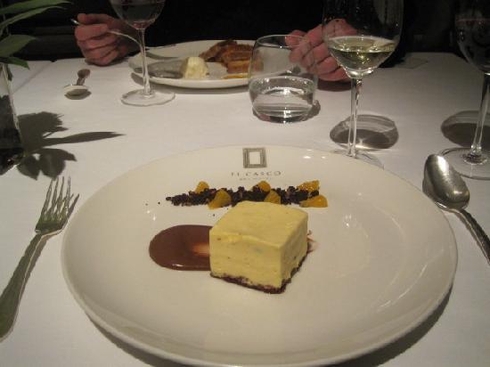 El Casco Art Hotel: Dessert at the restaurant.