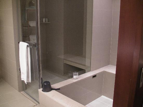 San Want Residences: シャワールーム