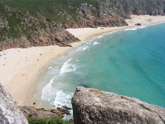 Harbour View Guest House: Porthcurno beach (7 miles away) taken from the entrance to the Minack Theatre