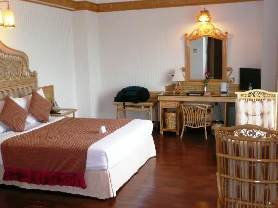 Green Plaza Hotel: room
