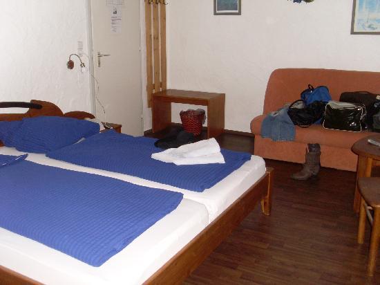 Gasthof Zum Zecher: Bett / Zimmer