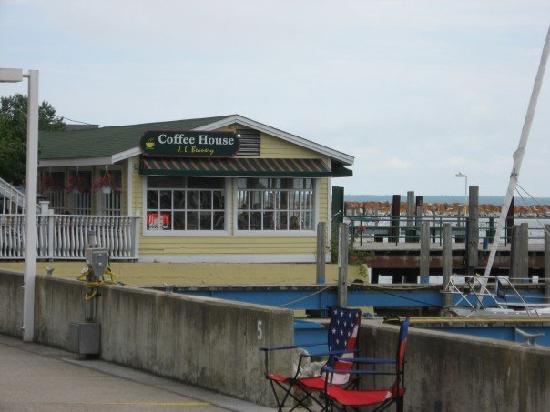 Inn on Mackinac : Coffee shop on the water