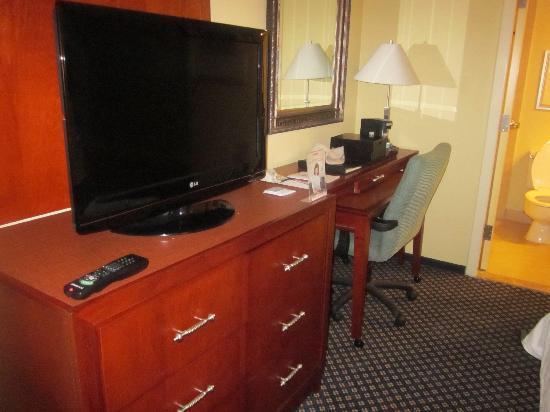 Columbia Marriott: desk