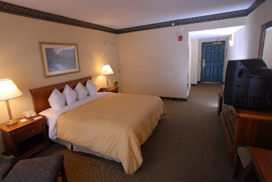 Country Inn & Suites By Carlson, Newark Airport: 1 King or 2 Queen Beds