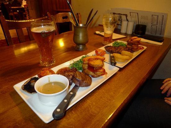 Innkeeper's Lodge: Dinner in the restaurant