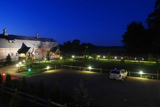 Great Tree Inn Bed & Breakfast: Great Tree Inn at night