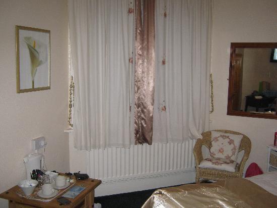 Croydon Hotel: the window (curtains shut)