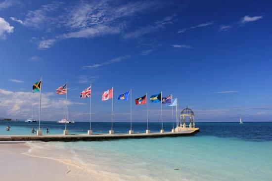 Sandals Montego Bay: Part of the main beach and pier