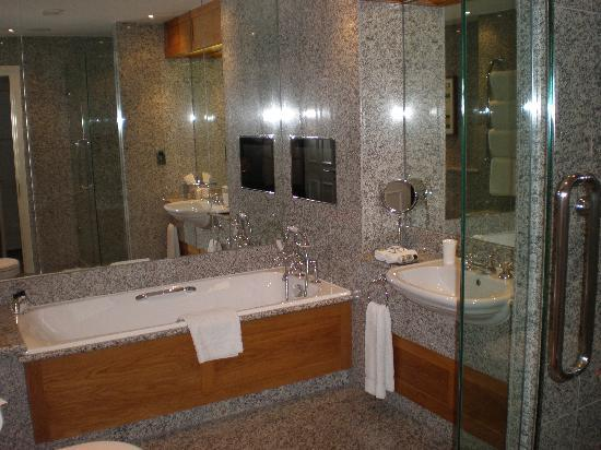 The Soho Hotel: Loved this bathroom!!!!