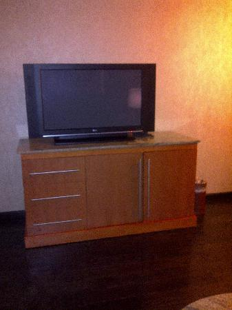 Harrah's Resort Atlantic City: Large Flat screens in the bedroom and living room