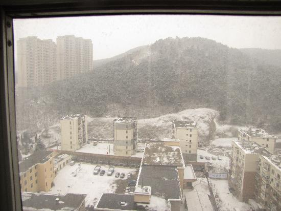 Mercure Teda Hotel: view from the room to the hill