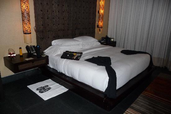 Banyan Tree Mayakoba: Turndown service...bed sheets were a bit thin