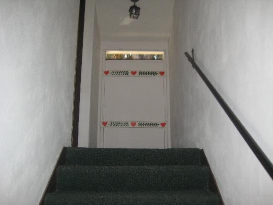 Royal Copenhagen Inn : Private Staircase to #219