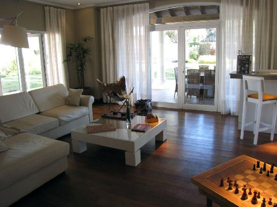 Guest House at Terrazas de los Andes Winery: Another sitting area