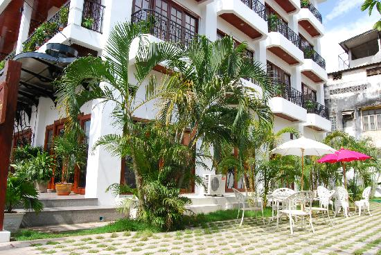 Vayakorn Inn: Courtyard