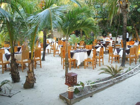 Paradise Beach Hotel: souper dehors sur le sable