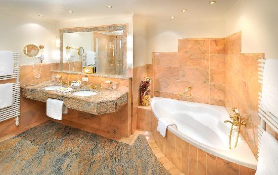 Arlberg Hospiz Hotel : Badezimmer Beispiel