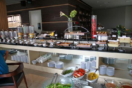 Atria Hotel Gading Serpong : Buffet spread is acceptable