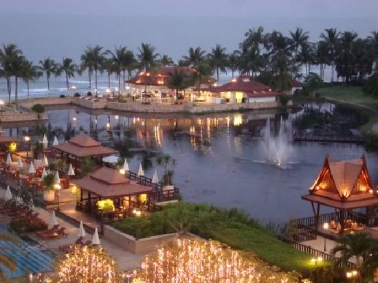 Dusit Thani Hua Hin: Restaurant am Meer