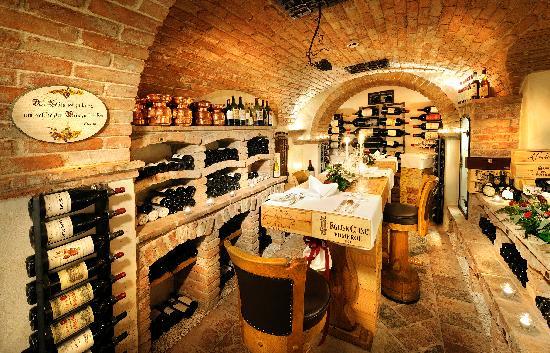Arlberg Hospiz Hotel : Die Vinothek der perfekte Ort für ein ganz spezielles Dinner for Two