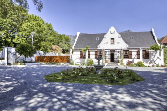 The Oak and Vine Guest House : Main Manor House