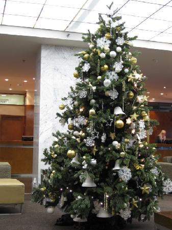 Original Sokos Hotel Viru : Christmas tree in the lobby