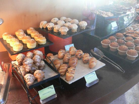 Jumeirah Emirates Towers: pastries 1