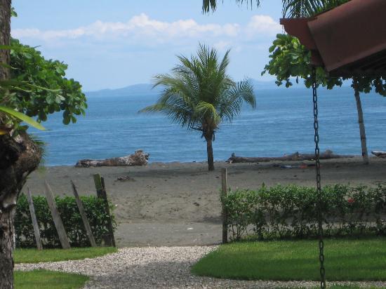Agua Dulce Beach Resort: Beack at Agua Dulce Lodge
