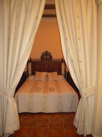 Hotel Don Inigo de Aragon: habitacion