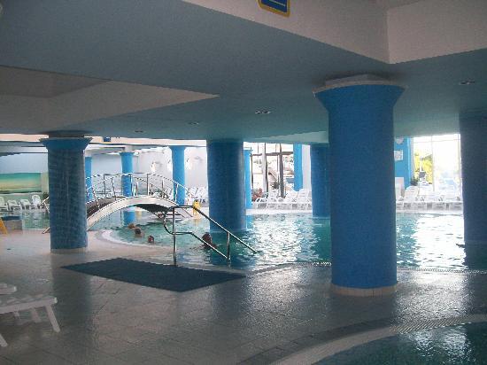 Hotel Riviera - LifeClass Hotels & Spa: Uno scorcio delle piscine con acqua di mare