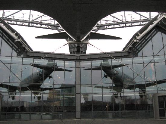 Deutsches Technikmuseum Berlin: Dakota DC3 reflections on the roof terrace