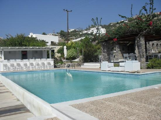 Roses Beach Hotel: Pool & bar