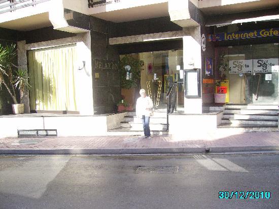 Relax Inn Hotel: Hotel entrance