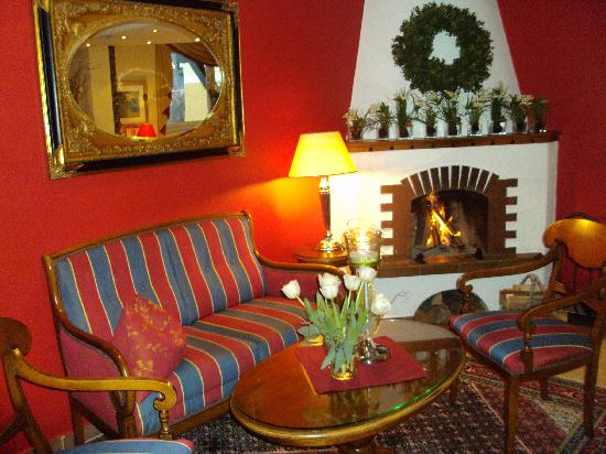 Koller's Hotel: The fireplace in the lobby