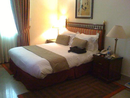 Avari Xpress Islamabad: Comfy bed.