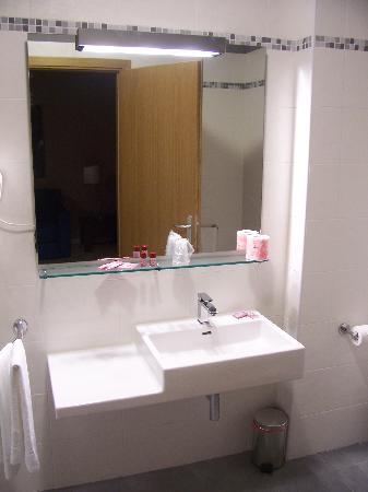 Hotel M14 : Brand new hi-spec bathroom