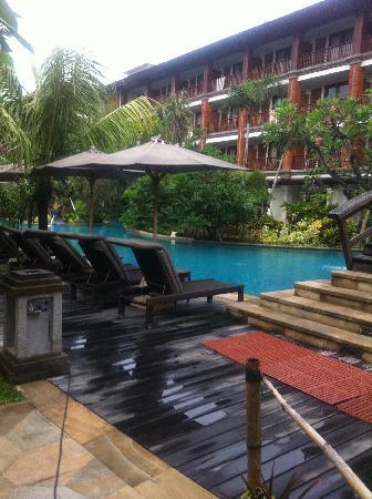 Padma Resort Legian : Lagoon Access swimming pool