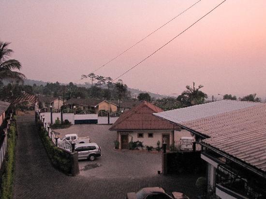Buea, Cameroon: Vue chambre 2ème étage