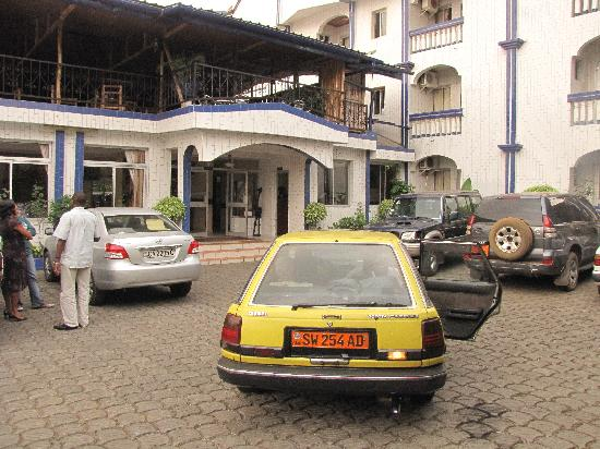 Buea, Camarões: Cours parking