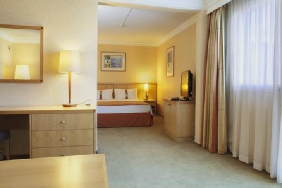 Holiday Inn - Calais : Suite Holiday Inn Calais