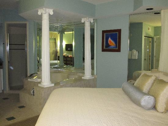 Star Island Resort and Club: Bedroom toward bath