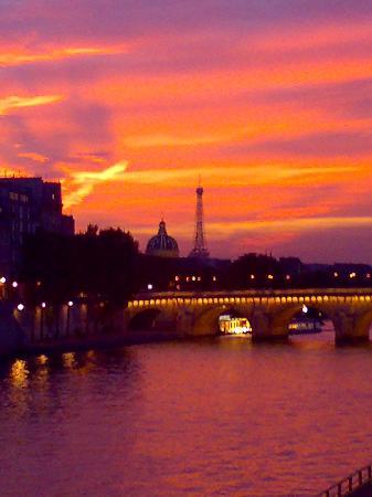 Paris, France: Il tramonto a Parigi
